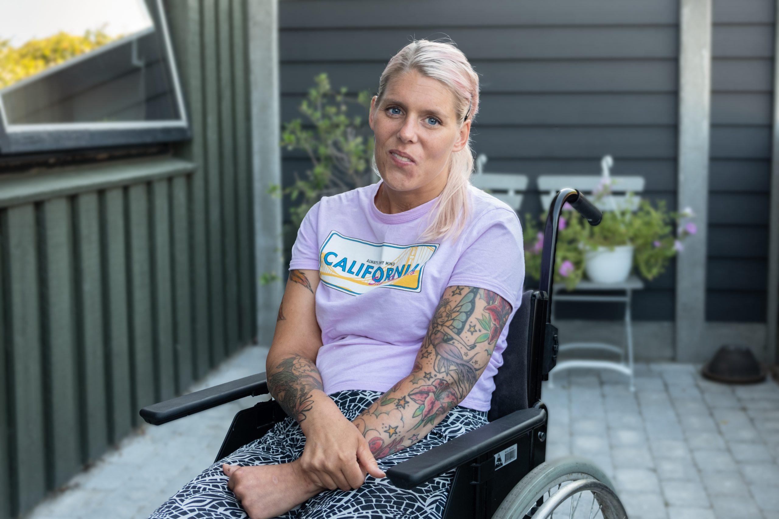 Kvinde i kørestol