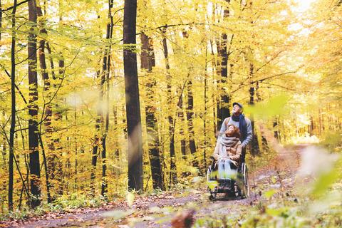 Mennesker i skov